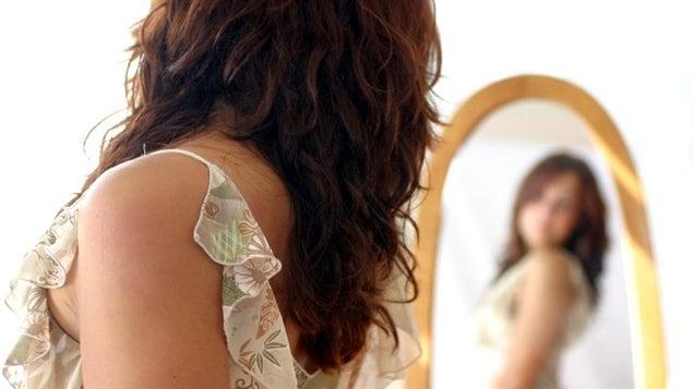 Le miroir amincissant des canadiens ici radio for Regard dans le miroir