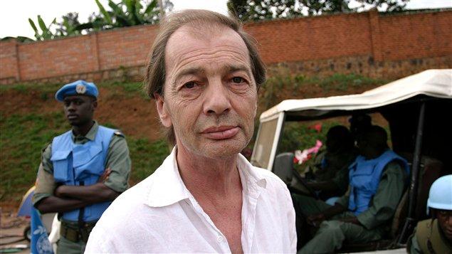 L'écrivain et journaliste Gil Courtemanche lors d'un séjour au Rwanda en 2005.