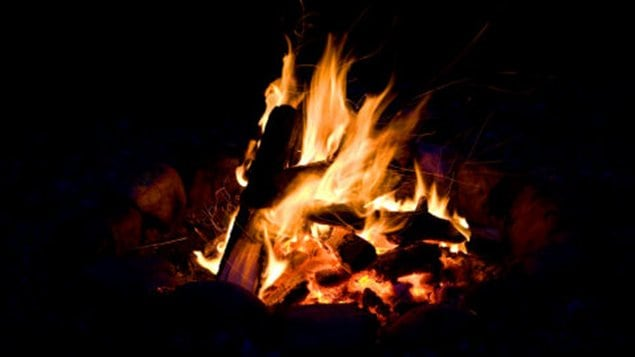 Thunder bay permet nouveau les feux ici radio - Comment allumer un feu insert ...
