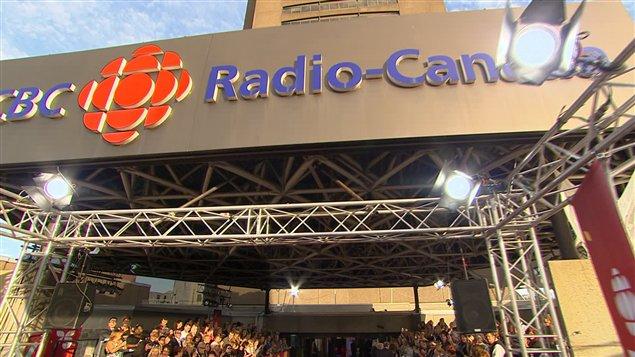 L'entrée de la tour de Radio-Canada, à Montréal