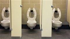 «Bataille des toilettes»: un juge tranche en faveur de transgenres en Caroline du Nord