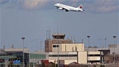 Les compagnies aériennes canadiennes empochent une partie des frais aéroportuaires