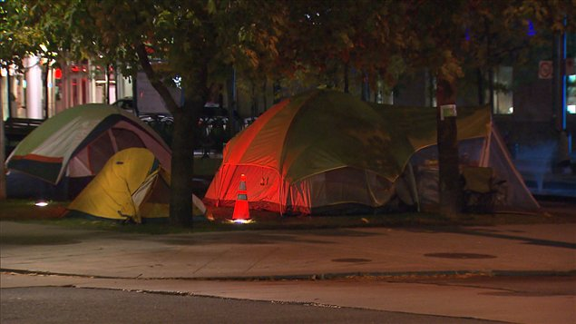 Des tentes au Square Victoria