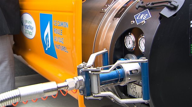 Ravitaillement d'un camion roulant au gaz naturel