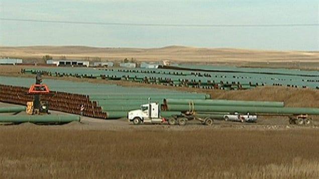 Des tuyaux du projet pipeline Keystone XL de TransCanada sont empilés près de Gascoyne, au Dakota du Nord.