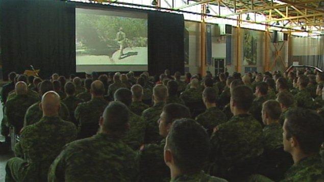 Les militaires de Valcartier ont été nombreux à assister à la projection sur le Royal 22e Régiment.