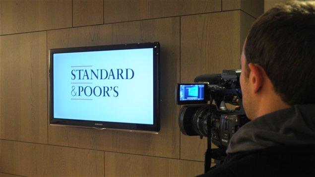 Cameraman et logo de S&P
