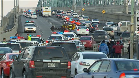 La circulation sur le pont Jacques-Cartier