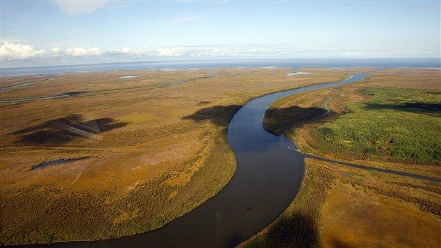 La rivière Athabasca près de la communauté albertaine de Fort Chipewyan