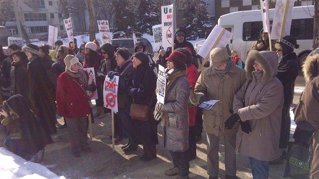 Manifestation à l'Université de l'Alberta contre la remise d'un doctorat honorifique au président de Nestlé