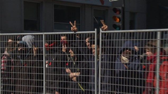 Les manifestants avaient érigé une clôture rue Sherbrooke.