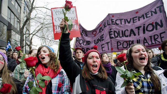 Manifestation étudiante au centre-vielle de Montréal le 8 mars.