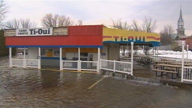 Le casse-croûte Ti-Oui a été inondé au centre-ville.