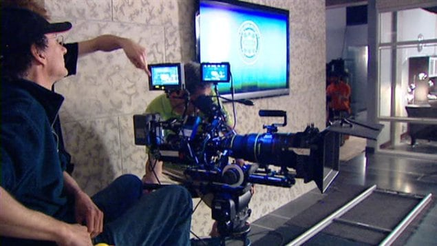 Une caméra sur un plateau de tournage