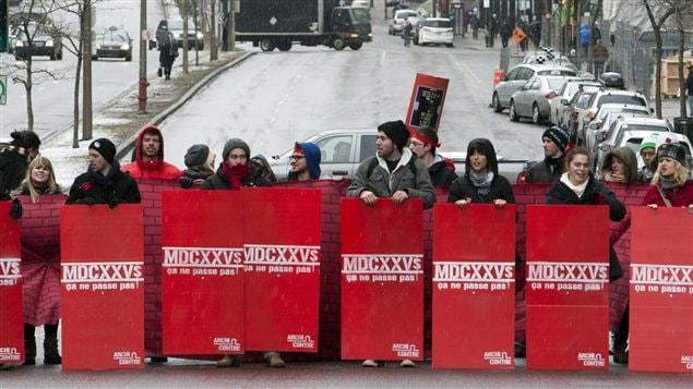 Des manifestants bloquent le boulevard René-Lévesque, à Montréal