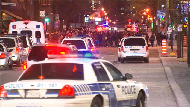 Manifestation nocturne au centre-ville de Montréal le 24 avril 2012.