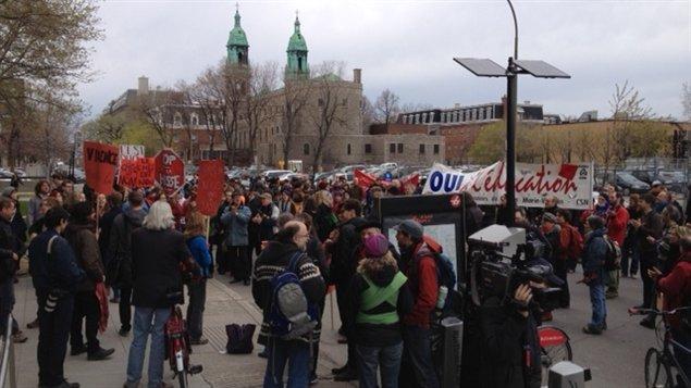 Manifestation au 600 Fullum, à Montréal (bureau de la ministre de l'Éducation)