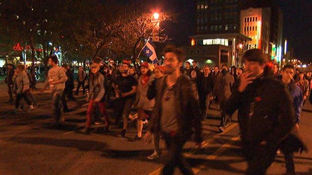 Des manifestants quittant la place Émilie-Gamelin, le 6 mai 2012.