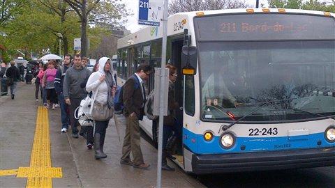 Un service d'autobus durant la panne du métro