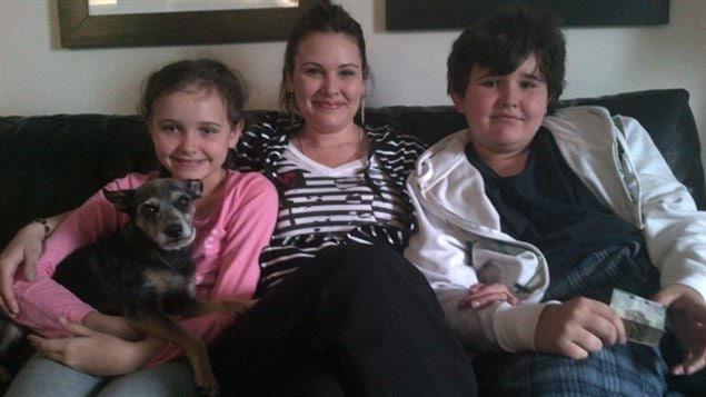 Emily Cablek et ses deux enfants, Abby et Dominic Maryk, retrouvés après plus de trois ans.