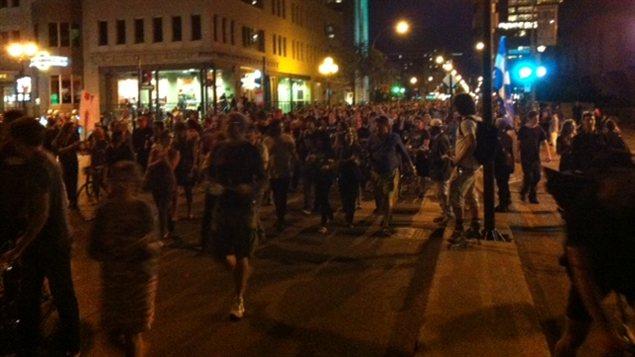 37e manifestation nocturne à Montréal.