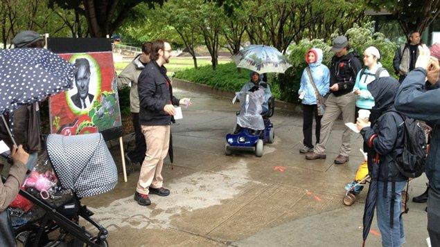 La manifestation contre la loi 78 tombe l 39 eau dans saint for Au saint roch hotel jardin