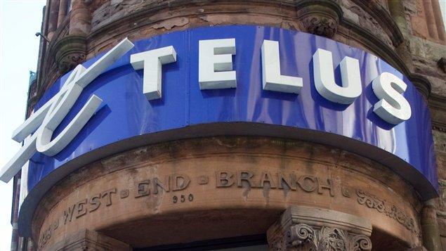 Façade d'une boutique Telus au centre-ville de Montréal.