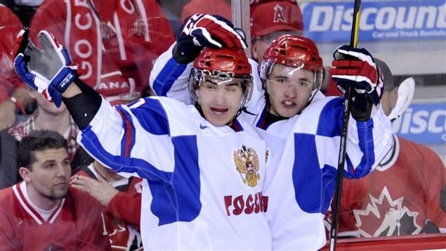 Nail Yakupov (gauche)