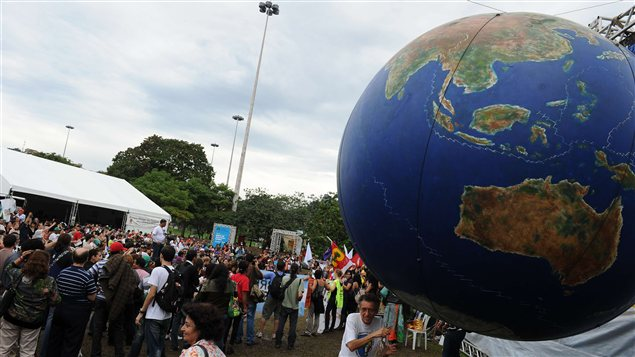 Des militants brésiliens manifestent au dernier jour du Sommet des peuples à Rio de Janeiro, en marge de Rio+20