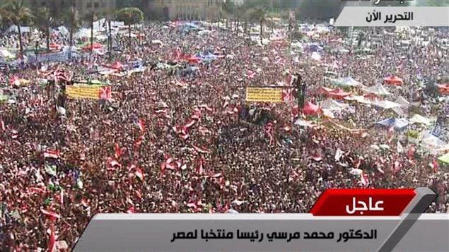La foule en liesse, place Tahrir, au Caire, après l'annonce des résultats