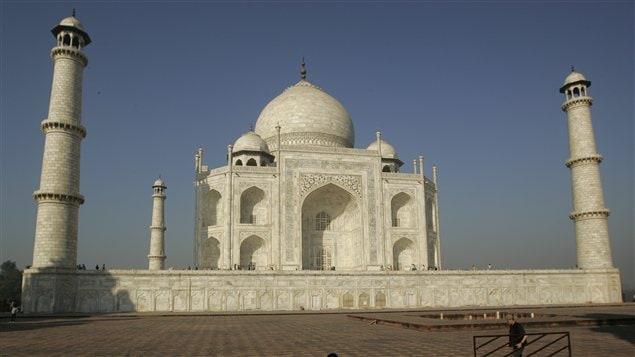 Le Taj Mahal, joyau le plus parfait de l'art musulman en Inde, est inscrit sur la liste du patrimoine mondial de l'UNESCO depuis 1983