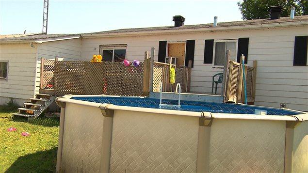 Toutes les piscines doivent tre cl tur es disent les for Securite piscine loi