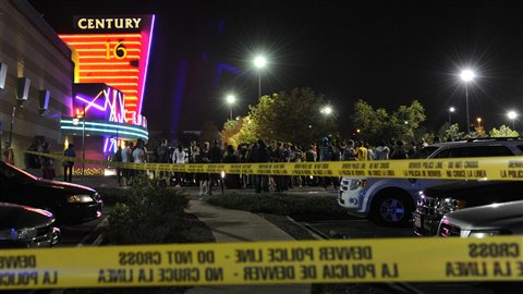 Le cinéma où a eu lieu la fusillade, à Aurora, en banlieue de Denver, au Colorado.