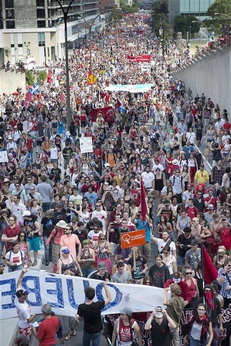Des milliers de personnes manifestent dans les rues de Montréal