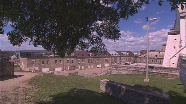 Le bâtiment militaire a été construit en 1748 sous le régime français.