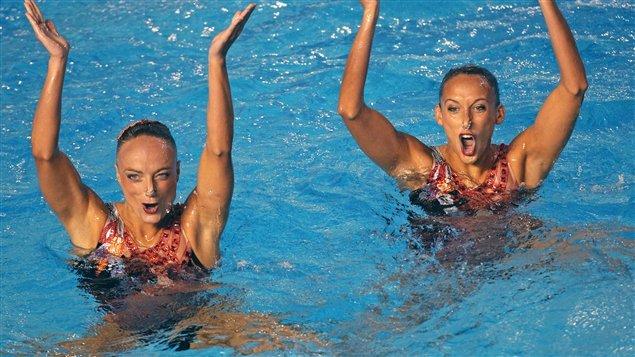 Élise Marcotte (gauche) figure parmi les favorites en nage synchronisée.
