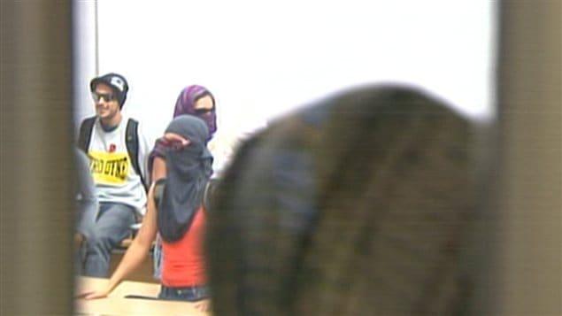 Étudiants masqués à l'UQAM