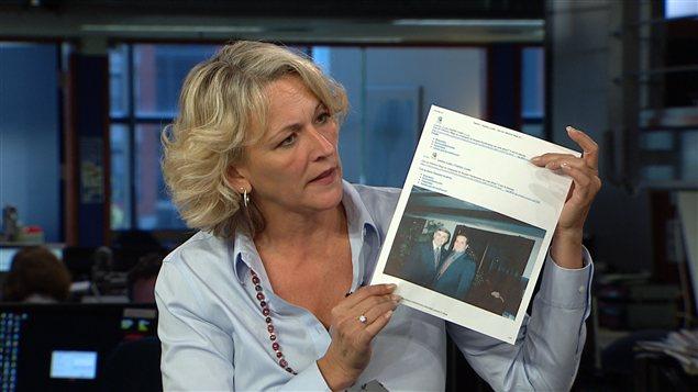 La libérale Lise thériault brandit à RDI une photo de Jacques Duchesneau en compagnie d'Alberino Magi