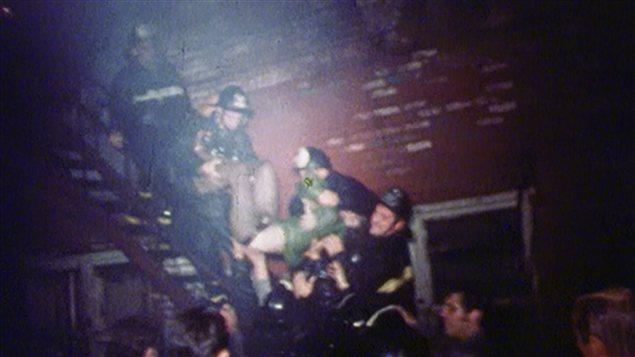 Les pompiers évacuent un client du Bluebird