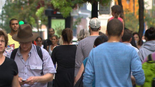 Des passants à Montréal