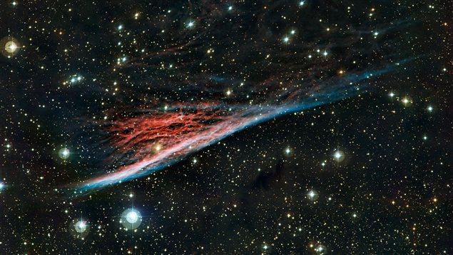 La nébuleuse du Crayon, vestiges aux formes étranges d'une vaste explosion