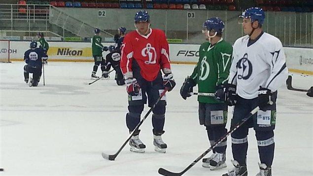 Alexander Ovechkin (gauche) à l'entraînement du Dynamo