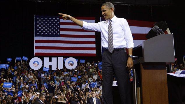 Le candidat démocrate Barack Obama s'adresse à des partisans lors d'un arrêt de sa campagne à l'université Kent State, en Ohio.