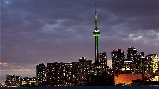 La Tour CN était illuminée en vert le 25 septembre, pour la journée des Franco-Ontariens.