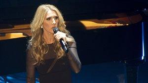 Céline Dion a été la première a monté sur scène, à la grande joie de ses nombreux admirateurs présents au Métropolis, à Montréal