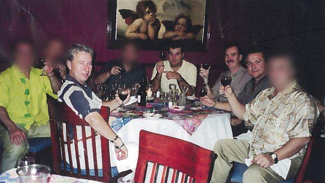 De gauche à droite, Gilles Surprenant, Lino Zambito, Luc Leclerc et Tim Argento, lors d'un voyage au Mexique dans un établissement hôtelier appartenant en partie à Giuseppe Zambito, père de Lino Zambito.