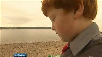 Le jeune Oisin Millea a retrouvé la lettre sur la côte est de l'Irlande.