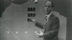 À l'émission Point de mire, le 7 octobre 1958, l'animateur René Lévesque explique aux téléspectateurs le mouvement d'indépendance de l'Algérie.
