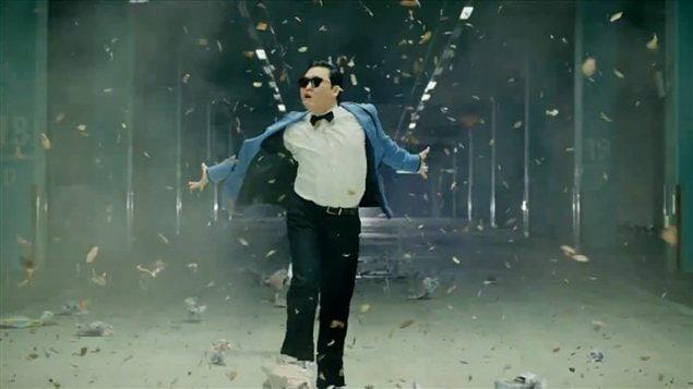 Le cnahteur et danseur PSY dans la vidéo qui l'a rendu célèbre.