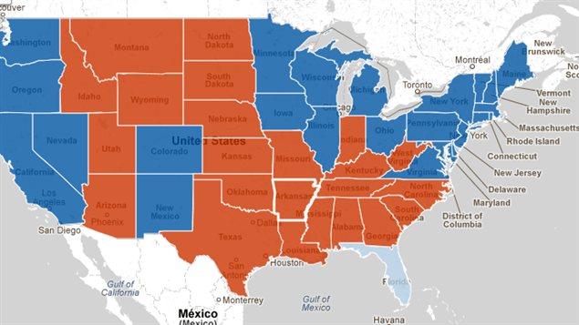 Les États en bleu ont été remportés par Barack Obama et ceux en rouge par Mitt Romney. Hors carte, l'Alaska est allé au candidat républicain et Hawaï au président sortant. Ce dernier est en avance en Floride, mais les résultats ne sont pas finaux.